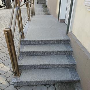 Лестница дом гранит