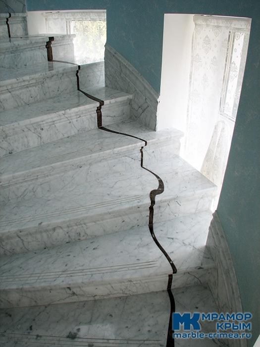 Мраморная лестница в стиле модерн