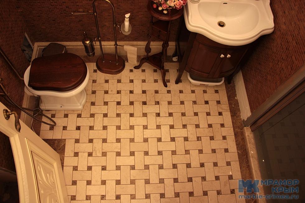 Мраморные полы в ванной комнате
