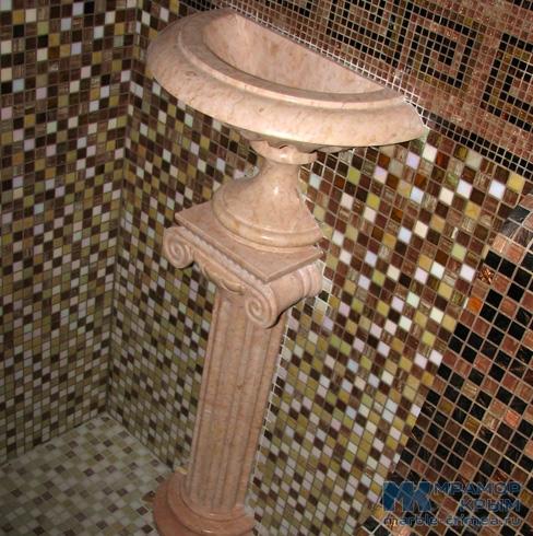 Мраморная чаша в античном стиле