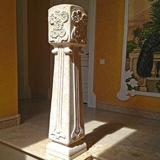 Колонны из камня в стиле модерн